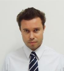 Celso Martins Junior - Prof. do curso de Visagismo e Terapia Capilar da Univ. Anhembi Morumbi nas disciplinas de cosmetologia, químicas capilares, colorimetria e bases alisantes. Diretor Técnico da ABC-Associação Brasileira de Cosmetologia.