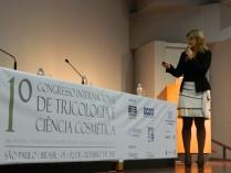 Prof. Cristiane Pacheco durante sua palestra.
